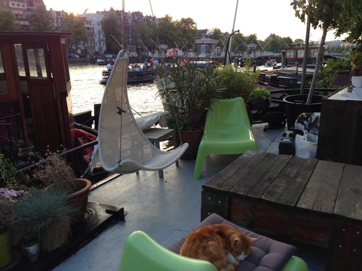 Houseboat-Cozy