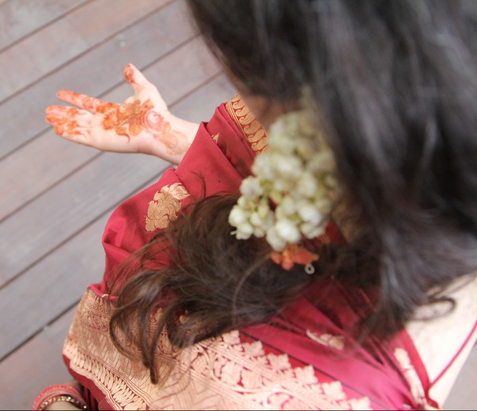 sari-shoulder