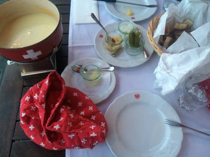 swiss-fondue-setting